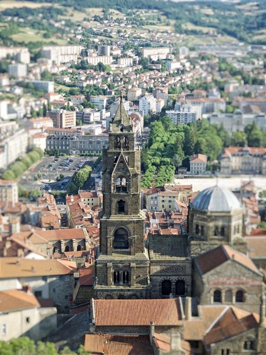 Church scene in Le Puy