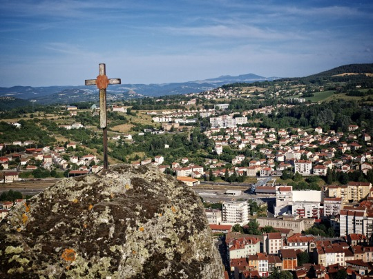 Le Puy scene and cross